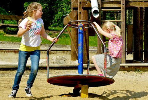Mariniranje children playing-by cocoparisienne Pixabay