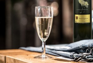 Mariniranje 0 glass of wine -by David Geib Pexels