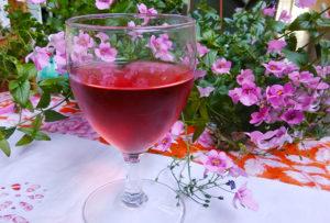 Mariniranje glass of rose wine foto M Jablanov