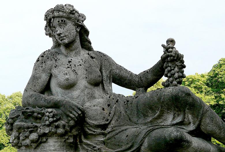 Mariniranje monument by Hans Braxmeier from Pixabay