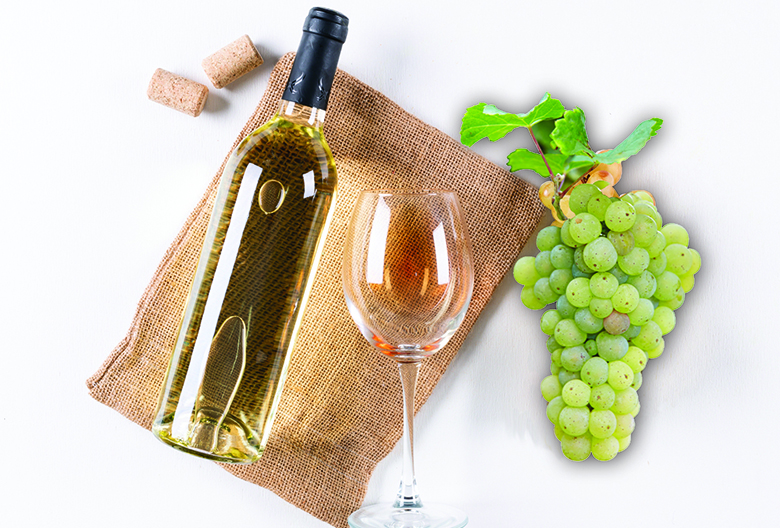 white wine bottle glass with grape Mariniranje photo on Freepik